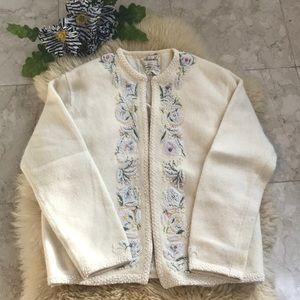 Sweaters - Vintage beaded sweater 🌸